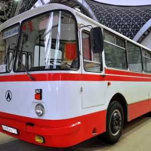 Стекло лобовое для автобусов ЛАЗ 695, 699