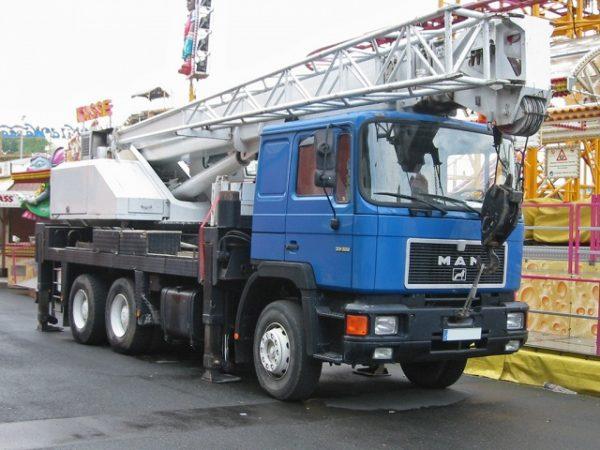 Стекло лобовое для грузовика Man F 90 Comandor (узкая кабина)