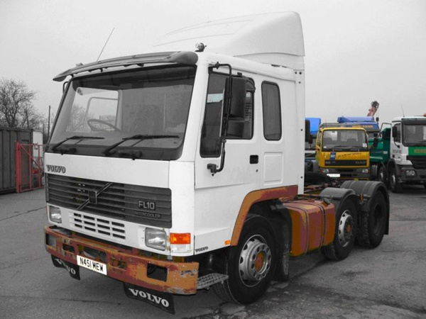 Стекло лобовое для грузовика Volvo FL 7, FL 10, FL 12