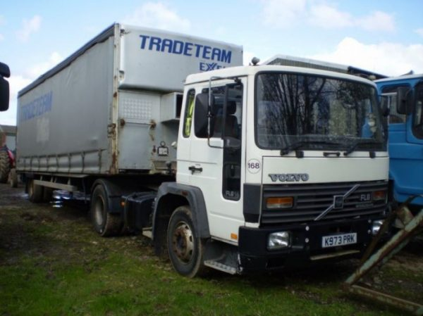 Стекло лобовое для грузовика Volvo FL6